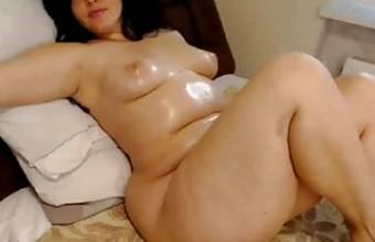 Cam Girls – Thick chubby oiled up MILF just lounging