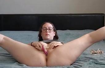 Lady with big booty is having fun on the bed