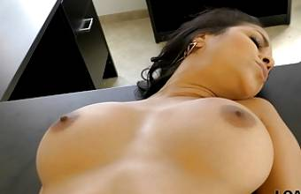 LOAN4K. Agent drills naive client and films everything on