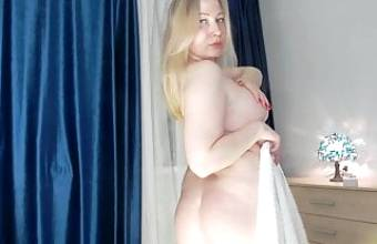 Russian girl with a racy figure shows herself naked
