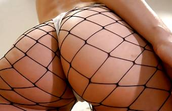 Shaking Big Ass In Fishnets – 3 Speeds (Whats Your Favorite)