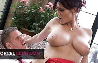 The busty MILF Emma Leigh seduces a man and has an intense orgasm