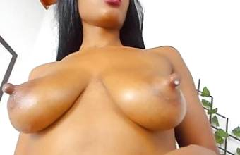 amazing mama nipples getting milked