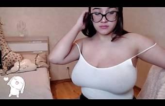 Big airbag tits for this latina Teen