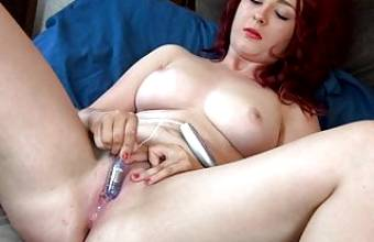 Curvy Babe Edges Wet Pussy to Strong Orgasm Contractions