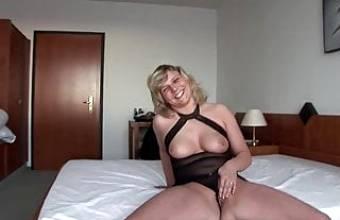Vivien, die geile Blonde aus Sachsen will Erotikstar werden