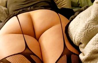 Wife's MEGA Ass Worshipped as She Plays Games on Her Phone